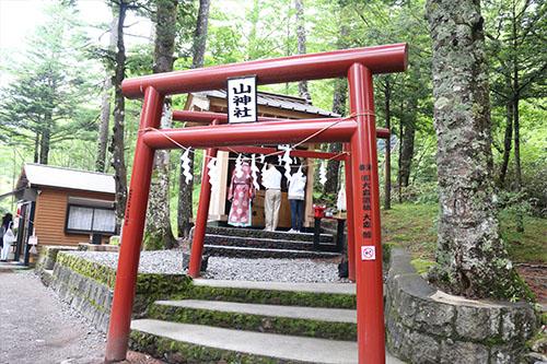 新屋山神社画像