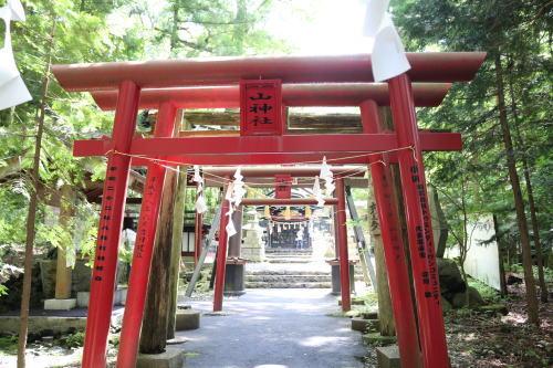 新屋山神社3